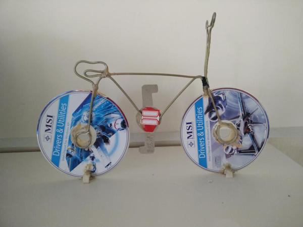 废旧物品手工制作光盘自行车